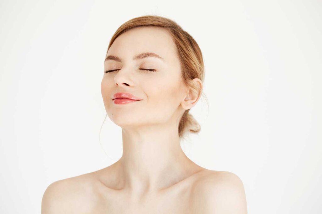Увлажнение лица с помощью гиалуроновой кислоты